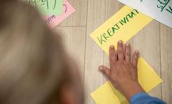 Moderationskarte mit dem Wort Kreativität